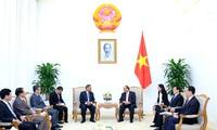 Vietnam y Laos fomentan cooperación en formación del personal