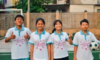 Niños vietnamitas participan en el Festival de Fútbol para la Esperanza en Moscú