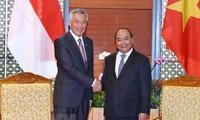 Premieres de Vietnam y Singapur se reúnen en el marco del Foro Económico Mundial sobre la Asean