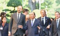 Primer ministro de Vietnam recibe a su homólogo francés