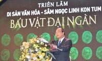 Premier vietnamita participa en una exhibición sobre el ginseng Ngoc Linh