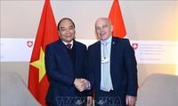 Premier de Vietnam concluye su agenda en Davos