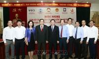 Frente de la Patria de Vietnam aporta al mejoramiento de entorno de negocios nacional