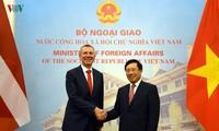 Vicepremier vietnamita recibe al ministro de Exteriores de Letonia