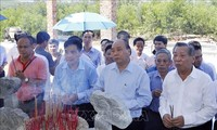 Primer ministro vietnamita rinde tributo a mártires en Quang Nam
