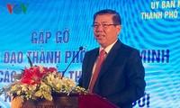 호치민시 지도자, 베트남 교포 지식인 100여명 만나