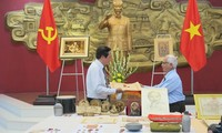 Thua Thien - Hue Ho Chi Minh 박물관, 189개 현물 및 자료들 수여 인수식