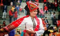 Son La성의 찬란한 전통 여성 의복