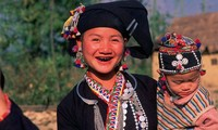 Lu족 여성의 검은색 치아 염색 풍속