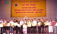 전국 민요극,  바이쪼이(bài chòi ), 뚜엉 (tuồng)  전문 공연 대회 수여식