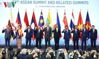 Nguyen Xuan Phuc총리, 33차 아세안 정상회의 및 관련 고위급 회의들 참여 마무리