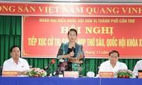 베트남 공산당 및 정부 지도자, 국회 회의 후 선거인 접촉