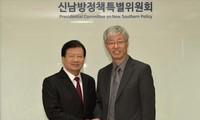Trinh Dinh Dung부총리의 한국 방문 활동들