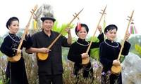 Cao Bang의 Tay족의 전통 현악기 dan tinh 제작 공예