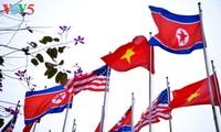 하노이, 화려한 국기와 화분으로 미-조 정상회담 환영