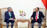 응우옌 쑤언 푹 (Nguyễn Xuân Phúc) 총리, 독일 경제에너지 장관 및 VISA그룹 이사 접견