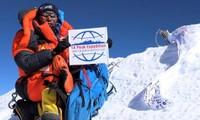네팔의 등산가 카미 리타 (Kami Rita), 24차례 에베레스트 (Everest) 정상 정복으로 신기록 수립
