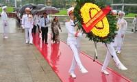띠이엔 지앙(Tiền Giang)성, 응에 안 (Nghệ An)성 유공자 대표단, 하노이, 호찌민묘 방문