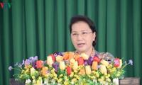응우옌 티 낌 응언 (Nguyễn Thị Kim Ngân) 국회의장, 껀터 (Cần Thơ)시 퐁 디엔 (Phong Điền)현에서 유권자 접촉