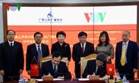 Intensifier la coopération entre la VOV et la radio populaire du Guangxi