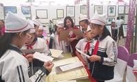 Exposition sur Hoang Sa et Truong Sa dans la province de Hoa Binh