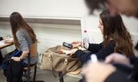 La France bannit le téléphone portable à l'école