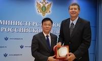Le ministre vietnamien de la Justice rencontre son homologue russe