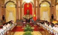 Nguyên Phu Trong rencontre des élèves et étudiants exemplaires
