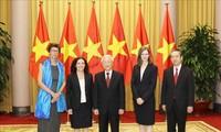 De nouveaux ambassadeurs reçus par Nguyên Phu Trong