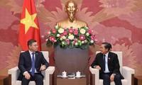 Une délégation du parti Nur Otan (Kazakhstan) au Vietnam