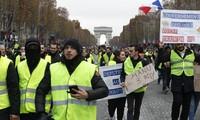Gilets jaunes: 101 personnes placées en garde à vue à Paris