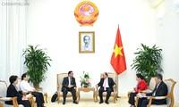 Le président de l'Association de liaison avec les Vietnamiens de l'étranger  reçu par Nguyên Xuân Phuc