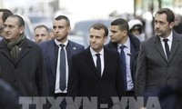 Gilets jaunes : Emmanuel Macron sur les Champs Élysées après les violences