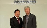 Le vice-Premier ministre Trinh Dinh Dung en République de Corée