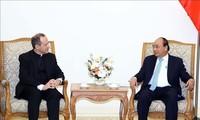 Le sous-secrétaire du Vatican reçu par Nguyên Xuân Phuc
