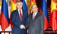 Le président de la Douma d'État russe reçu par Nguyên Xuân Phuc