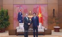Le président du Sénat australien rencontre le secrétaire général de l'Assemblée nationale vietnamienne