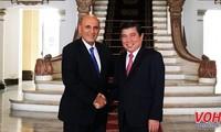 Nguyên Thành Phong reçoit l'ancien vice-Premier ministre israélien