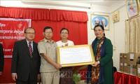 Tòng Thi Phóng visite le lycée d'amitié Laos-Vietnam