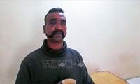 Le Pakistan a remis à l'Inde son pilote capturé au Cachemire