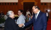 Danang: Nguyên Xuân Phúc rencontre des personnes méritantes de Hai Châu