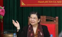 Tòng Thị Phóng en visite à Môc Châu