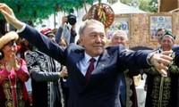 Le président du Kazakhstan démissionne après 30 ans au pouvoir
