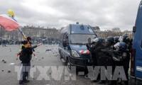 Gilets jaunes: 22.300 manifestants en France, des échauffourées à Rouen