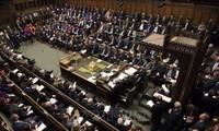"""Brexit: le Parlement britannique vote une loi pour éviter le """"no deal"""""""
