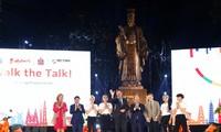 Nguyên Xuân Phúc au défilé de mode « Walk the Talk »
