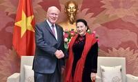 Nguyên Thi Kim Ngân reçoit des sénateurs américains