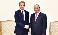 Nguyên Xuân Phuc salue les investissements de Warburg Pincus au Vietnam