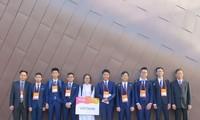 Les huit élèves vietnamiens médaillés aux 20es Olympiades de physique d'Asie