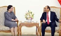 Nguyên Xuân Phuc reçoit la secrétaire d'État aux affaires étrangères de Roumanie